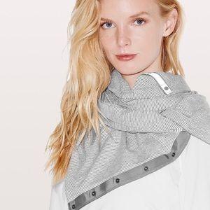 Lululemon Vinyasa White & White/Grey Scarf